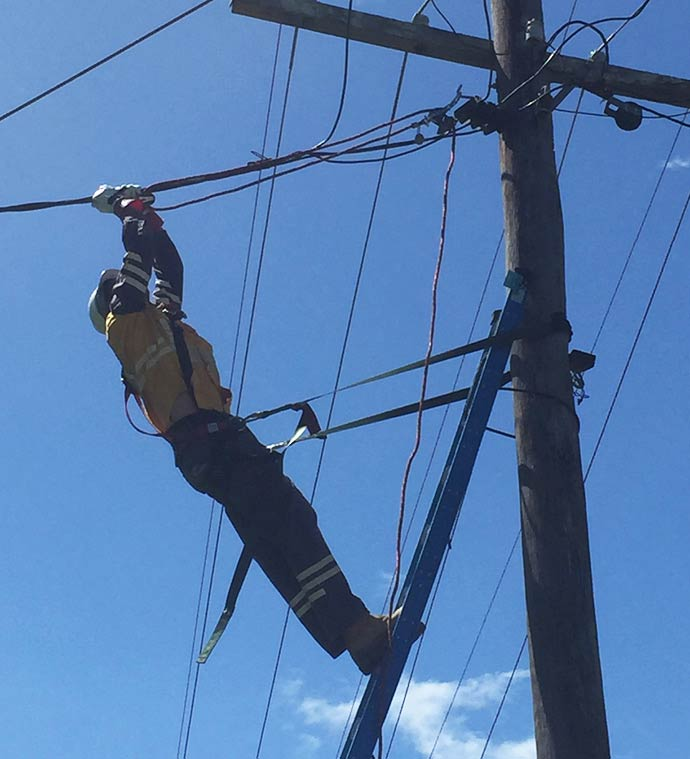 Crews working on powerlines North Coast (2)