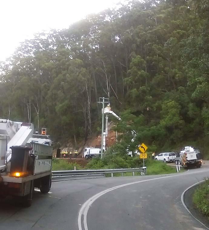 Crews working Beechmont Road, Beechmont (5)